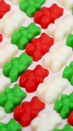 Recipe with video instructions: Gummy bears are always in season, especially when they're peppermint flavored with seasonal colors. Gummy Bear Recipe With Jello, Jello Gummies Recipe, Jello Recipes, Candy Recipes, Recipies, Pastillas Recipe, Homemade Gummy Bears, Gummy Bear Candy, Sleepover Food