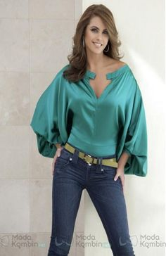Lucero: Turquoise top with loose sleeves and jeans. Cute Summer Outfits, Casual Outfits, Cute Outfits, Fashion Outfits, Womens Fashion, Saturday Outfit, Satin Blouses, Corsage, Blouses For Women