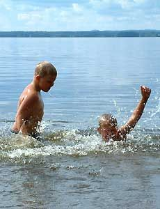 Utomhusbad I Sandvikens kommun finns många fina badplatser. På denna sida berättar vi om de kommunala badplatserna. - Bad i Storsjön
