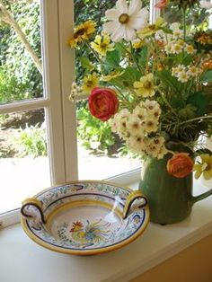 Like the curved handles...pretty windowsill arrangement.