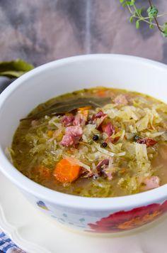 Gęsta i pożywna zupa. W sam raz na zimowy obiad Sauerkraut, Cheeseburger Chowder, Soup Recipes, Chili, Food, Diet, Essen, Rezepte, Chili Powder