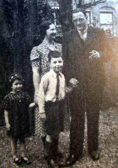 Louis Hein (Loekie) en Henriette Frederika (Jetje) van der Woude met hun ouders Alexander en Elsiene Helena van der Woude-Kropveld
