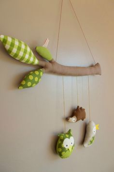 DIY felt animal baby mobiles on felt Branches - kids crafts, homemade baby mobile - Cute DIY Baby Mobile Felt Animals for Your Family! by meshribbon Kids Crafts, Baby Crafts, Felt Crafts, Diy And Crafts, Sewing Toys, Baby Sewing, Sewing For Kids, Diy For Kids, Homemade Baby Mobiles