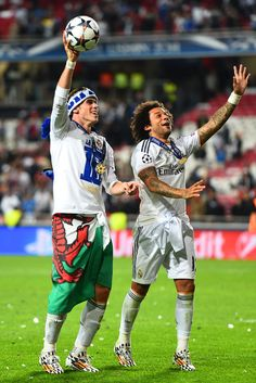 Pepe and Gareth Bale celebrate victory after the UEFA Champions League final match between Real Madrid CF and Club Atlético de Madrid at Estadio Da Luz on May 24, 2014 in Lisbon, Portugal.