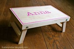 Build a Folding Lap Desk -- Free and Easy DIY Project and Furniture Plans : Ana White Ana White Furniture, Diy Furniture Plans, Pallet Furniture, Kids Furniture, Recycled Furniture, Handmade Furniture, Furniture Projects, Furniture Design, Sand Projects