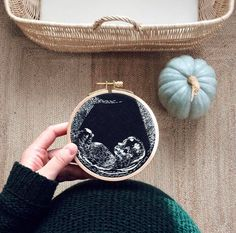 She Embroidered Her Ultrasound Pic – So Unique! – Zeal & Heart – Jewellery She Embroidered Her Ultrasound Pic – So Unique! Embroidered Ultrasound by Veselka Bulkan of Catch the Inspiration Hand Embroidery Stitches, Hand Embroidery Designs, Embroidery Art, Cross Stitch Embroidery, Modern Embroidery, Sashiko Embroidery, Creative Embroidery, Simple Embroidery, Embroidery Patches