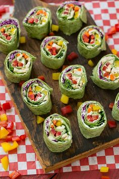 I always tell my kids to eat a rainbow. This would be a perfect snack! Rainbow veggie pinwheels are made with homemade ranch spread and a variety of fresh veggies for a colorful and healthy lunch, snack or appetizer. Healthy Recipe Videos, Vegan Recipes Videos, Vegan Recipes Easy, Cooking Recipes, Savoury Recipes, Wrap Recipes, Oven Recipes, Cooking Food, Steak Recipes