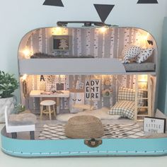 So the forth and final travel doll house available in my shop update tomorrow is this one and I think it may be my favourite😍I saw a photo…