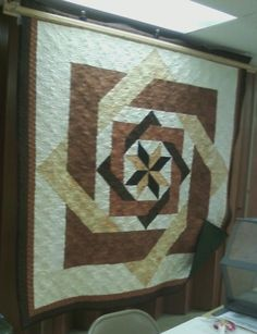 LABYRINTH QUILT VERSION ONE                   PC