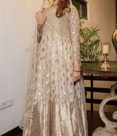 Asian Wedding Dress Pakistani, Simple Pakistani Dresses, Muslim Wedding Dresses, Nice Dresses, Casual Dresses, Fashion Dresses, Awesome Dresses, Women's Fashion, Nikkah Dress