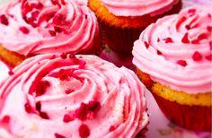 http://www.annemettevoss.dk/limecupcakes-med-hindbaer/