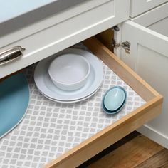 Vinyl Top liner combines decorative patterns with the durable, cushioned grip liner to keep it in place without an adhesive backing. The decorative vinyl provides a smooth, water proof surface to help preserve shelves.