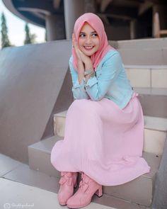 Beautiful Hijab, Beautiful Women, Instagram Smiles, Pink Boots, Good Heart, You Look, Hijab Fashion, Nova, How To Make