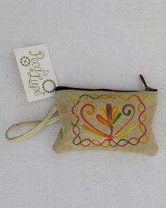 Monedero pequeño de ante en diferentes tonos de color y con bordados diferentes, medida tarjetas.