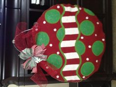 DIY Christmas burlap door hanger.