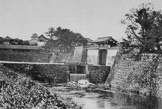 The Toranomon (Tiger Gate), demolished in the - Edo Castle Retro Pictures, Old Pictures, Old Photos, Vintage Photos, Toyama, Monuments, Japan Landscape, Japanese Castle, Old Photography