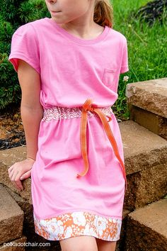 More than 60 simple summer sewing projects. From summer bags to swim coverups and more. Lots of cute summer sewing ideas. #summersewing #sewing #sewingtutorials #sewingpatterns #sewing Dress Out, Diy Dress, T Shirt Dress Diy, Diy Shirt, Dress Sewing Tutorials, Dress Sewing Patterns, Sewing Hacks, Upcycling, Sewing Clothes