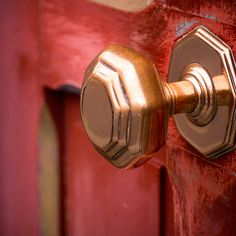Brass doorknobs not only create a rustic look, but they also disinfect themselves! The ions in the metal have a toxic effect on spores, fungi, viruses, and other germs.
