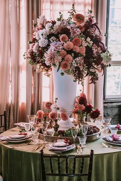 Rustic garden charm meets industrial big city wedding romance that is drenched in pinch-yourself-prettiness prime for fall! Want some natural organic ideas that just work? Tap our Photo: Warm Colour Palette, Warm Colors, Color Palettes, Rustic Garden Wedding, Rustic Gardens, Wedding Table Decorations, Wedding Decor, Places To Get Married, Strictly Weddings