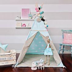 Das Tipi-Zelt ist ein hervorragendes Versteck für Ihr Kind für jede Jahreszeit. Wird sich perfekt in der Wohnung, auf der Terrasse, auf dem Balkon oder im Garten bewähren. Wird jeden Innenraum...