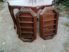 2 bacheche vintage  in legno, da ridipingere , ideali anche per lo shabby,misure 74x40 cm  € 30 l'una