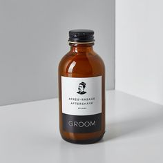 Apply liberally our aftershave on shaven skin. The classic smell of vetiver and lime. Bee Propolis, Witch Hazel, After Shave, Brand Packaging, Whiskey Bottle, Shaving, Fragrance, Moisturizer, Groom