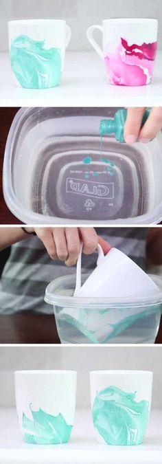Tassen färben mit Nagellack und Wasser