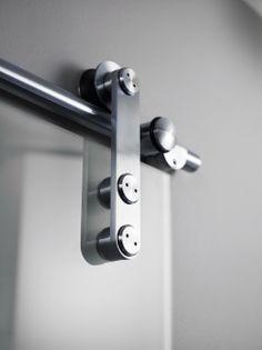 Detalj i mattborstad rostfritt stål på ARC Skjutdörr från INR. Arcade, Door Handles, Doors, Stuff To Buy, Home Decor, Lattices, Glass, Decoration Home, Room Decor