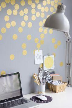 DIY: gold confetti wall