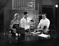 School of Photography – unidentified students in Photo Chemistry lab. Downtown campus.