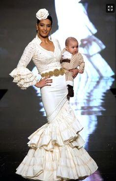 Flamenca Spanish Dancer, Flamenco Dancers, Spanish Style, Victorian, Dresses, Andalucia, Exotic, Twitter, Fashion