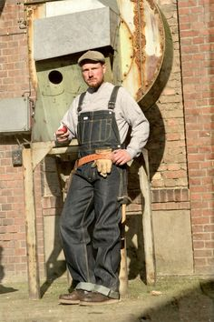 Specialised on authentic outdoor- und workwear from the early Workwear Fashion, Work Fashion, Denim Fashion, Curvy Fashion, Street Fashion, Fall Fashion, Fashion Trends, Overalls Vintage, Vintage Denim