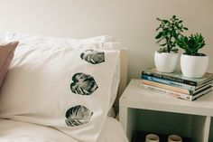 Learn how to make your very own DIY block printed duvet cover and pillow case. We will teach you the step by step instruction in our @bemakeful E-Lesson