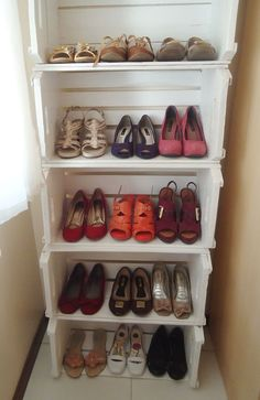 mags garden Small Bedroom Decorating Ideas For Small Rooms Buying Baby Clothes At A Discount Article Small Room Bedroom, Small Rooms, My Room, Bedroom Decor, Diy Storage Bench, Shoe Storage, Locker Storage, Palette Deco, Pallet Crates