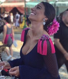 a spanish woman all the way from spain, laughing at everyone on main street and enjoying her glass of wine. Spanish Dancer, Spanish Woman, Spanish Dress, Couture Dresses, Fashion Dresses, Spanish Style Decor, Fiesta Outfit, Mode Simple, Flamenco Dancers