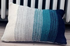 Tunisian crochet pillows-ombre-yarn-hkling-DIY