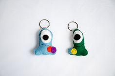 Monstruo ojo. Varios colores. Material: fieltro.
