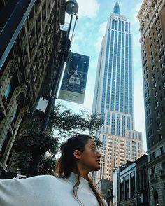 WEBSTA @ lunasobrino - Empire State of Mind 🕶☝🏻️🏙 #nyc #empirestatebuilding #touristlife