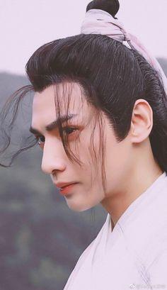 罗云熙Leo Song Wei Long, Aesthetic Boy, Fantasy Costumes, Chinese Boy, Flower Boys, Life Pictures, Boy Art, Asian Actors, Life Drawing