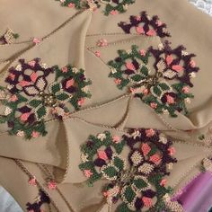 This Pin was discovered by Ser Point Lace, Crochet Art, Needle Lace, Lace Flowers, Silk Crepe, Ribbon Embroidery, Handicraft, Diy And Crafts, Clothes For Women