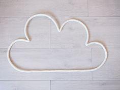 Grand nuage en fil de fer et tricotin : Décorations murales par a-little-l