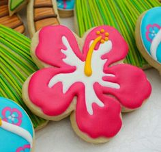 Tropical Hibiscus Cookies by SugarRushMeCookies Hawaiian Cookies, Luau Cookies, Summer Cookies, Fancy Cookies, Iced Cookies, Royal Icing Cookies, Birthday Cookies, Cupcake Cookies, Cupcakes