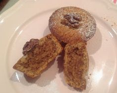 Pokud máte rádi ořechový koláč (pie), ale přijde Vám hodně pracný, tak zkuste tyhle malé ořechové koláčky. Chutnají podobně a jejich přípra... Walnut Pie, French Toast, Cheesecake, Food And Drink, Cupcakes, Baking, Breakfast, Pizza, Blog