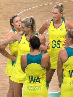 Australia Netball Women Volleyball, Volleyball Players, Gold Coast Commonwealth Games, Netball Australia, College Cheerleading, Olympic Sports, Golf Outfit, Yoga For Beginners, Sports Women