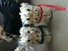 Peppermint popcorn snowman! Recipe is awesome! Fast and easy to make. Find recipe in on this board. Enjoy!