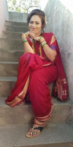 Marathi Nath, Marathi Saree, Marathi Bride, Kashta Saree, Indian Wedding Couple Photography, Indian Girls Images, Nauvari Saree, Beauty Full Girl, Traditional Sarees
