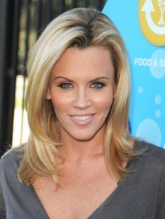 Bombshell Jenny McCarthy works her bright blonde tresses with sexy, loose curls that are completely easy to do! Blow hair out with a round brush and mousse to add body, then wind sections of hair a...