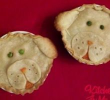 """food.tipjunkie.com : a dyi site that has really fun, fun with food ideas like this """"Puppy Love Pot Pies"""" woof"""