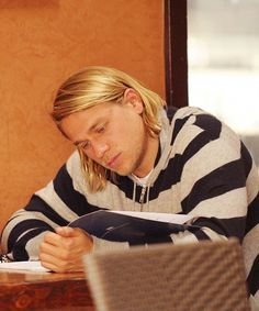 Such a cutie! Charlie Hunnam! Going to get VIP tickets next time he's close enough. Definitely going to meet him