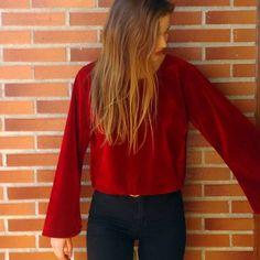 @adrianadelacruz5 un bombón de terciopelo 🌹 más tops de terciopelo en la web www.tailorclothing.com Red Leather, Leather Jacket, Kimono, Velvet, Photo And Video, Coat, Clothing, Jackets, Shopping